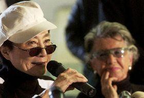 Yoko Ono and Meda Mladkova, photo: CTK