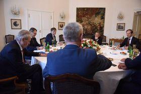 Президент Милош Земан принимает российскую делегацию в Пражском Граде, Фото: Pražský hrad