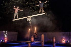 Cirque Inextremiste, 'Extension', photo: Nikola Milatovic / Letní Letná