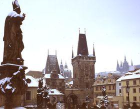 Menší zmalostranských mosteckých věží byla součástí Juditina mostu, foto: www.czechtourism.cz