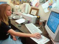 Nezaměstnaní se učí hledat práci pomocí internetu
