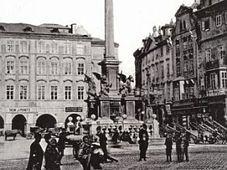 Photo: Société de réinstallation de la colonne mariale