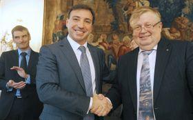 Hlavní obchodní manažer společnosti Areva Ruben Lazo (uprostřed) agenerální ředitel společnosti Vítkovice Holding Jan Světlík (vpravo), foto: ČTK