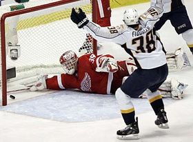 Dominik Hašek reaches for Nashville Predators' Jordin Tootoo's goal as Vernon Fiddler celebrates, photo: CTK