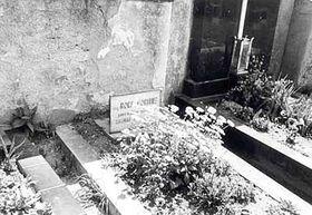 La tumba de Rudolf Formis en la aldea de Slapy