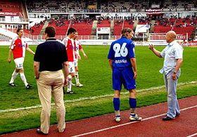 Trenér Jarolím odvolává hráče zhřiště, foto: ČTK
