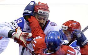 Jevgenij Arťuchin vsouboji sPetrem Hubáčkem, foto: ČTK