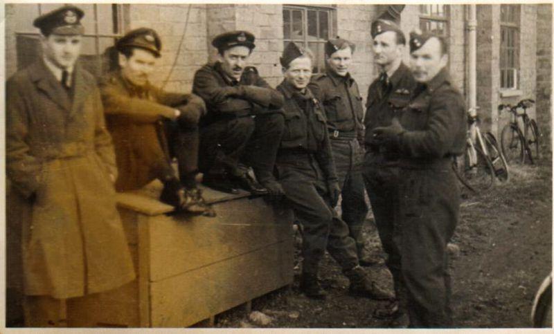 Томаш Лом в 1945 году (третий справа), фото: Архив Томаша Лома