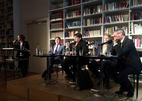 """Veranstaltung """"Der erste Staatsbesuch"""" mit Zuzana Jürgens, Michael Žantovský, Bernd Posselt, Milan Horáček und Daniel Brössler (Foto: Lilia Antipow, Archiv des Adalbert-Stifter-Vereins)"""