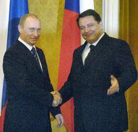 Ruský prezident Vladimir Putin spremiérem Jiřím Paroubkem (vpravo), foto: ČTK
