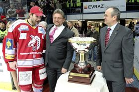 Radek Bonk with the President's Trophy, photo: CTK