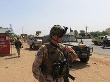 Soldados checos  en Mali, foto: Jan Šulc, archivo de Fuerzas Armadas Checas
