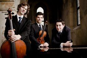 Lukáš Klánský (a la derecha), Lobkowicz Trio, foto: Štěpán Látal, presentación oficial de Lobkowicz Trio