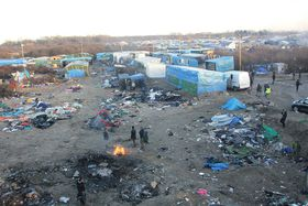 Jungle refugee camp, Calais, photo: malachybrowne / CC 2.0