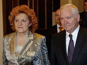 Robert Gates y Vlasta Parkanová (Foto: CTK)