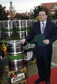 Foreign Minister Alexandr Vondra and the barrel of the best Pilsner beer, photo: CTK