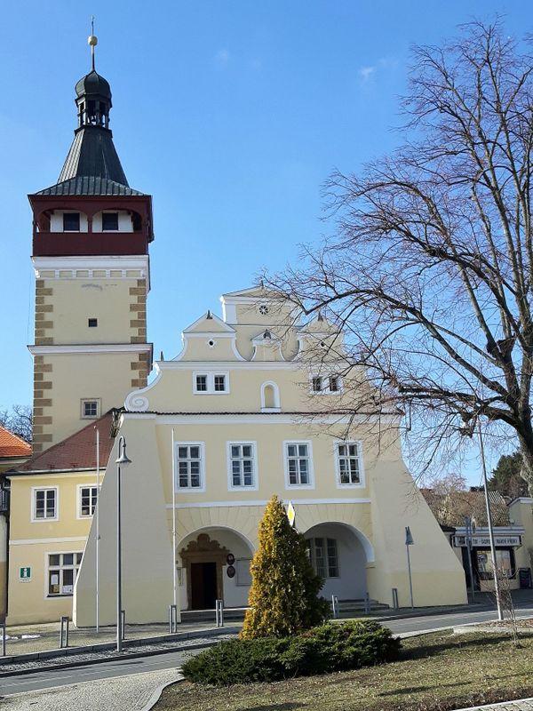 Rathaus von Dobrovice (Foto: Maria Hammerich-Maier)