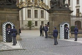Солдаты почетного караула Пражского града