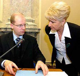 Bohuslav Sobotka y Milada Emmerova (Foto: CTK)