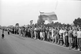 """23 августа 1989 г. жители Литвы, Латвии и Эстонии создали """"живую цепь"""" между Таллином, Ригой и Вильнюсом в знак протеста против советской оккупации, фото: Архив  посольства Литвы в Чехии"""