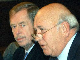 Vaclav Havel y Frederik Willem de Klerk, foto: CTK