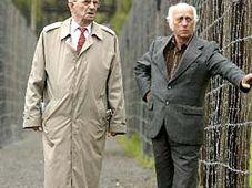 Бывшие узники посетили памятник «Война» (Фото: ЧТК)