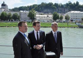 Sebastian Kurz (Mitte) und Andrej Babiš (rechts). Foto: ČTK / Jakub Střihavka