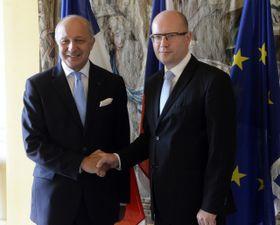 Министр иностранных дел Франции Лоран Фабиус и премьер-министр Чехии Богуслав Соботка (Фото: ЧТК)