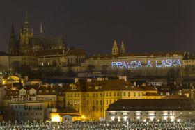 Световая надпись «Правда и любовь», Фото: ЧТК