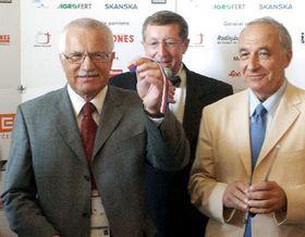 Václav Klaus con Milan Jirásek - el presidente del Comité Olímpico Checo, foto: CTK