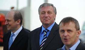 Petr Gandalovič (a la izquierda) y Mirek Topolánek (en el centro) Foto: CTK
