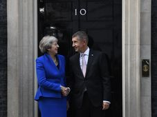 Andrej Babiš avec Theresa May, photo: Michal Krumphanzl/ČTK
