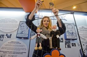 Куклы Спейбл (справа) и Гурвинек, Фото: ЧТК