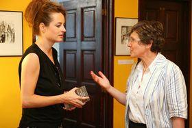 Teresa Präauer mit Natascha Grilj (Foto: Petr Buček, Archiv des Prager Literaturhauses)