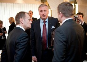 Donald Tusk, Mirek Topolánek y Robert Fico  (de izquierda) Foto: CTK