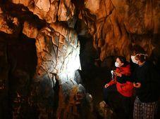 Kámen přezdívaný Mozek v Hlavním dómu Kateřinské jeskyně v Moravském krasu, na kterém se nachází nejstarší kresba v České republice, foto: ČTK/Igor Zehl
