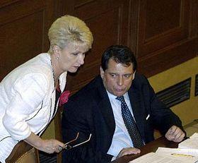 Ministra de la Salud, Milada Emmerová y primer ministro, Jirí Paroubek (Foto: CTK)