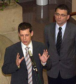 Primer ministro, Stanislav Gross y el presidente de la Cámara de Diputados, Lubomír Zaorálek (Foto: CTK)