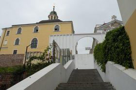 Escalera junto a la iglesia barroca de Asunción de la Virgen