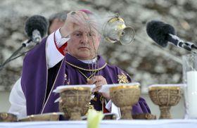 La messe célébrée par l'évêque de Hradec Králové Jan Vokál, photo: ČTK