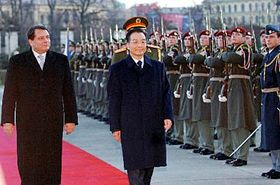 Čínský premiér Wen Ťia-pao (vpravo) sčeským premiérem Jiřím Paroubkem, foto: ČTK