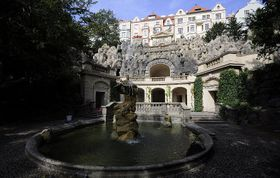 Grotta vHavlíčkových sadech sfontánou, které dominuje socha Neptuna, foto: MONUDET, Wikimedia CC BY-SA 4.0