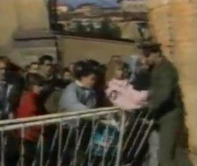Botschaftsflüchtlinge 1989 (Foto: YouTube)