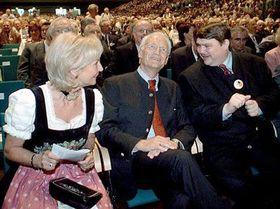 Der 55. Sudetendeutsche Tag - Bernd Posselt, Karin Stoiber und Edmund Stoiber (v.r.n.l.) Foto: CTK