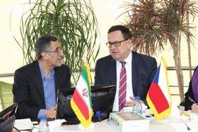 Ян Младек (справа) со своим иранским коллегой Масудом Хансари, Фото: Архив Министерства промышленности и торговли ЧР