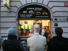 Kebabarny undercover reviewers, photo: Dominik Jůn