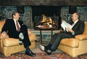 Михаил Горбачев и президент США Рональд Реган, 1985 г., Фото: открытый источник