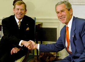 Джордж Буш и Вацлав Гавел (Фото: ЧТК)