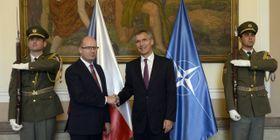 Премьер-министр Чехии Богуслав Соботка и генеральный секретарь НАТО Йенс Столтенберг (Фото: ЧТК)
