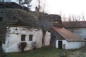 Скальное жилище в поселке Льготка, фото: Архив Чешского Радио - Радио Прага